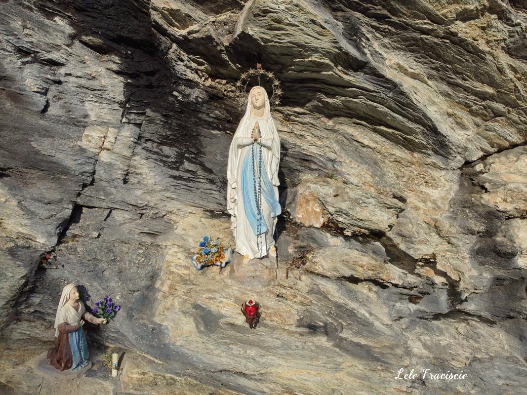 La grotta di Lourdes di Fraciscio